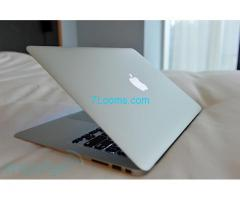 Suche Apple Airbook 11 gebraucht min. 64 GB 2 GB RAM; günstigst